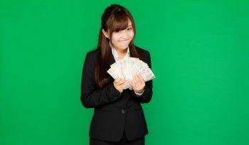 Apakah Wanita Jepang Mau Mengencani Pria Yang Gajinya Lebih Kecil?